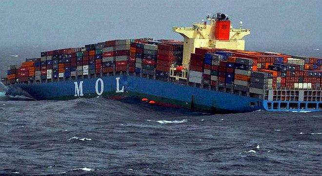 carguero naufraga